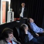 Berthold Burkhardtsmaier (im Hintergrund), vorne sichtlich zufriedene Zuhörer